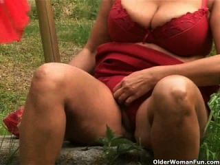 Chunky Mature Housewife With Big Tits Masturbates Outdoors